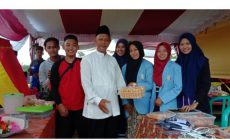 Permalink to Kyai Munir Buka Stand Bazar Santri Makrtifatul Ilmi